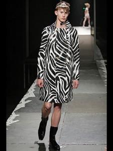 versace_man_skirts